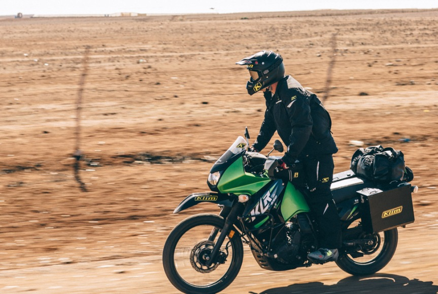 https://cdn.gearpatrol.com/wp-content/uploads/2015/10/Kawasaki-KLR-650-Gear-Patrol-Lead-Full.jpg