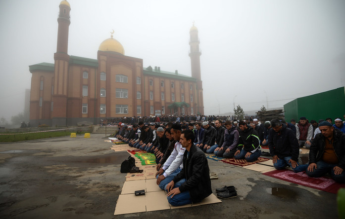 Worshipers in Novosibirsk omrizkiblog